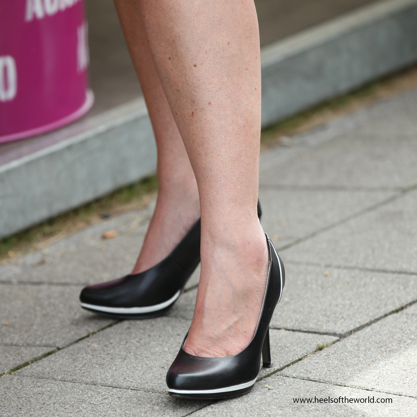 Dutch heels. Black pumps at Jazz event in Hillegersberg (Rotterdam/NL)
