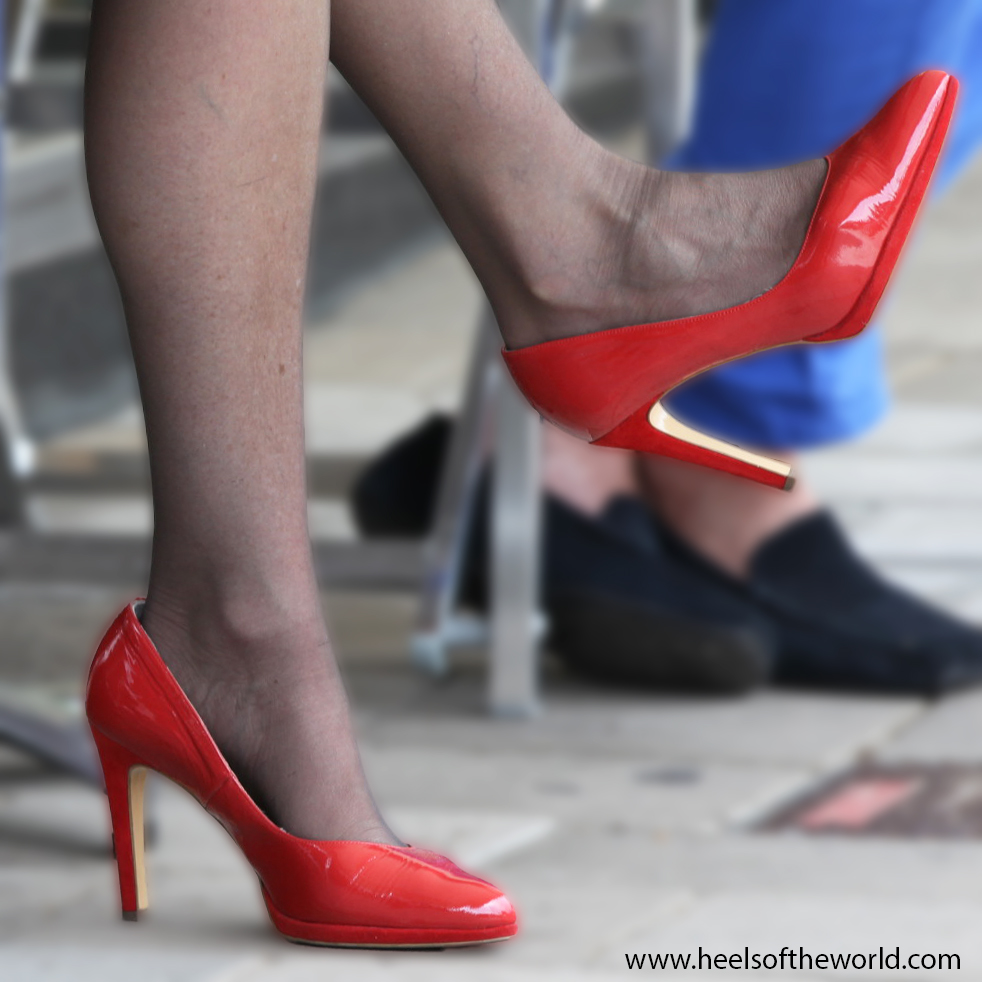 Dutch heels. Red pumps (singer) at Jazz event in Hillegersberg (Rotterdam/NL)