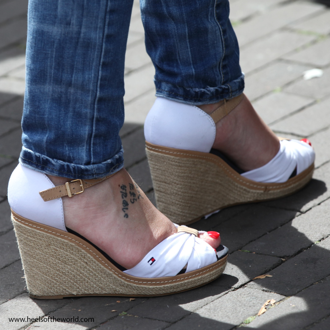 Dutch heels. White wedges and red nails at Jazz event in Hillegersberg (Rotterdam/NL)