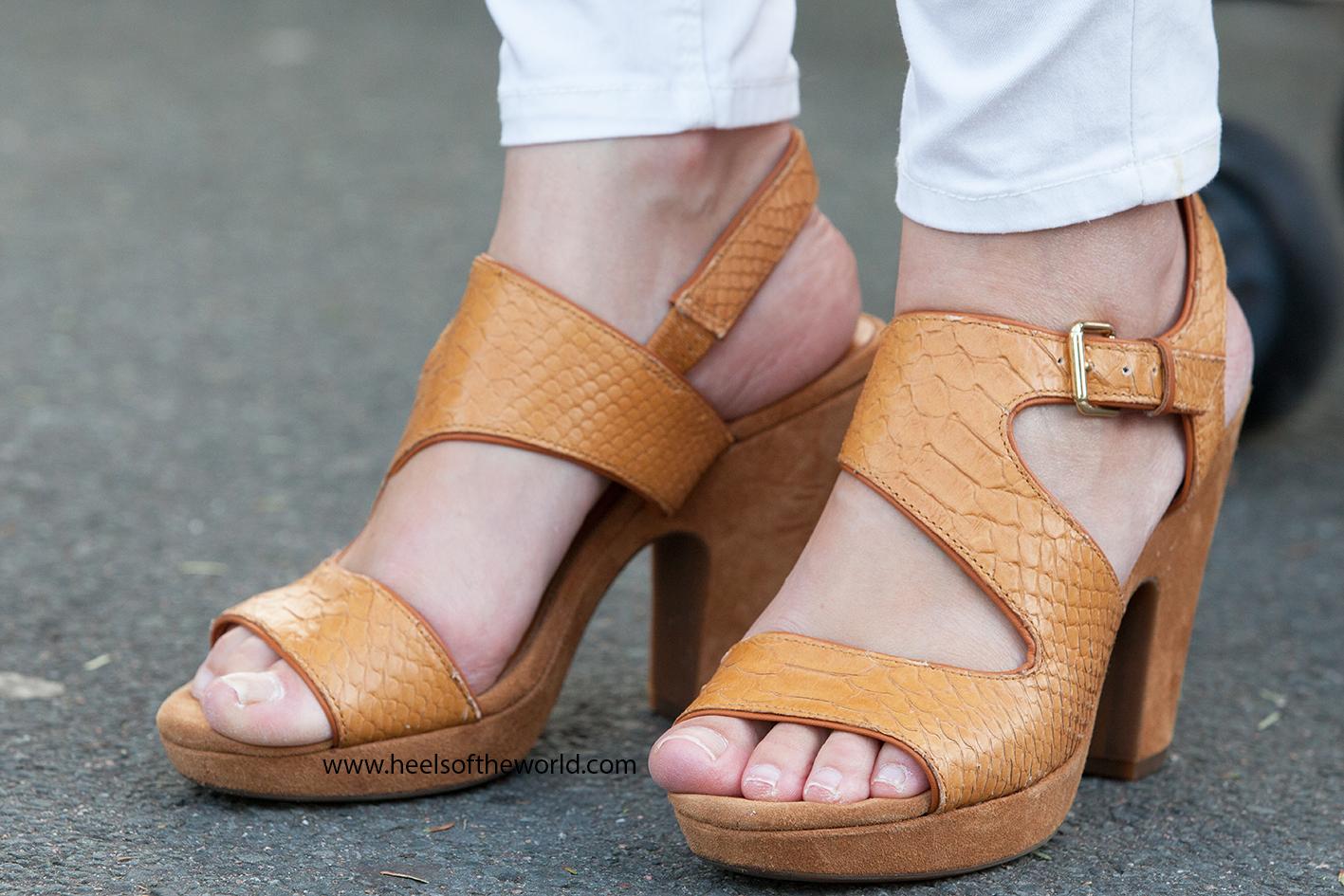 Dutch heels. Photography at Straattheater Lansingerland in Bergschenhoek. Brand: Geox