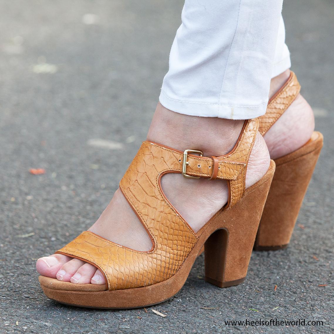 Dutch heels. High heels photography at street. Photography at Straattheater Lansingerland in Bergschenhoek. Brand: Geox.